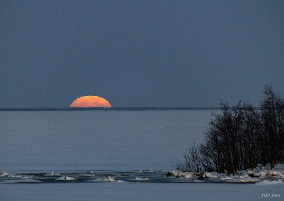 Supermånens uppgång i december 2017. Foto: Ulf Jonsson, Luleå